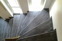 Designboden auf Treppe
